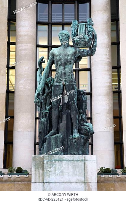 Statue, Palais de Chaillot, Paris, France