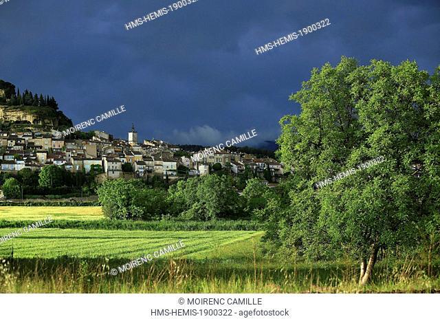 France, Vaucluse, Parc Naturel Regional du Luberon (Natural Regional Park of Luberon), Cadenet