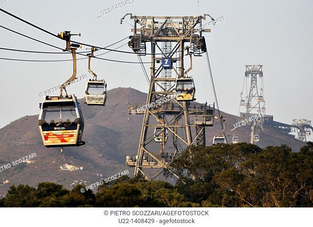 Hong Kong: cableway in Po Lin, on Lantau Island