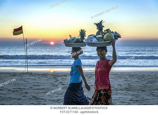 Myanmar (ex Birmanie). Ngapali. Arakan state. Bengal Golf Course. Fruits Sellers on the beach