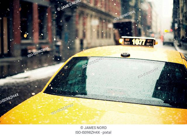New York taxi in the snow