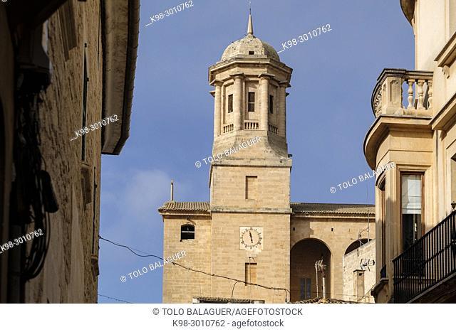 campanario con reloj, iglesia parroquial de San Miguel, estilo neoclasicista con influencias barrocas, llucmajor, Mallorca, balearic islands, Spain
