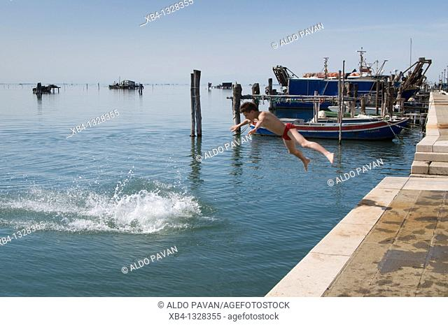 Italy, Venice, Pellestrina island, bathing in the lagune