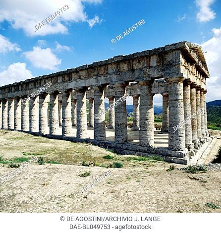 Temple of the ancient city of Segesta, Doric order, Sicily, Italy. Greek civilisation, Magna Graecia, 5th century BC