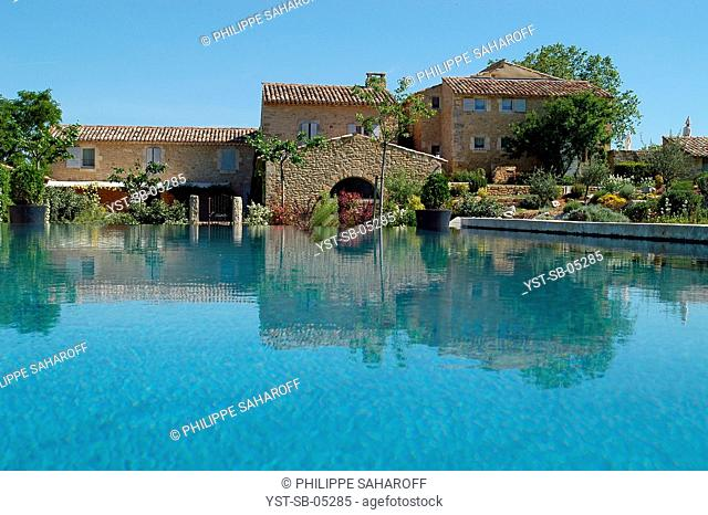Old sheepfold transformed into a residence, Bonnieux, Provence, France