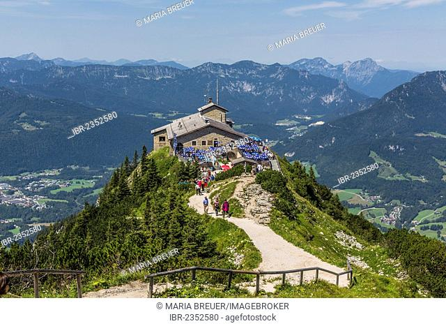 View from the summit cross towards Kehlsteinhaus or Eagle's Nest and the Alps, Berchtesgaden, Bavaria, Germany, Europe