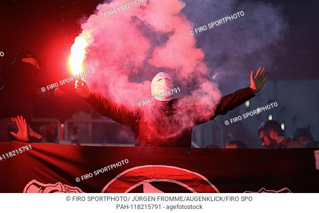 firo: 11.03.2019, Football, 2018/2019, 1.Bundesliga Fortuna Dusseldorf Dusseldorf - Eintracht Frankfurt 0: 3 Ultras, pyrotechnics, fire, chaotic