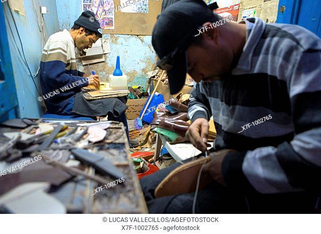 Tunez: Kairouan Medina Souk cobblers