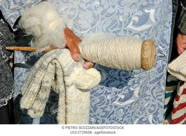 Noratus, Armenia: old lady holding a spindle for wool