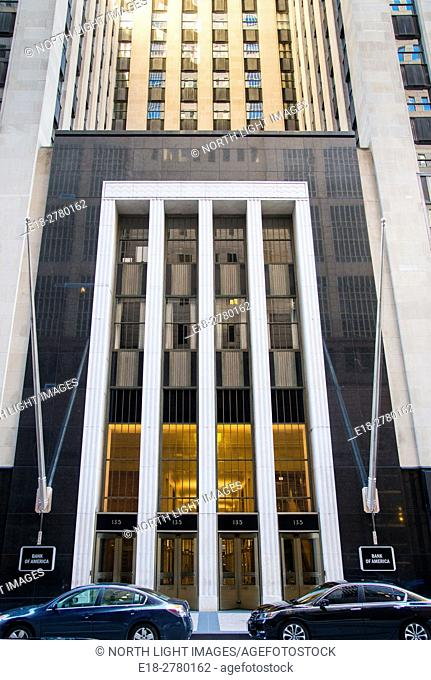 USA, IL, Chicago. Exterior view of the entrance to the Bank of America building (formerly the Field Building), an art deco skyscraper in the Loop District