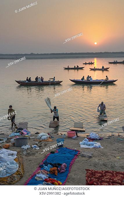 Dawn on the Ganges, Varanasi, Uttar Pradesh, India, Asia