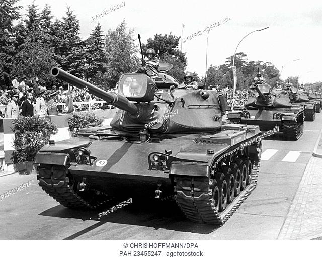 American tanks driving past a VIP stand during a parade on occasion of the American Independence Day on 3rd July 1965. To be seen are: (l-r) US town major...
