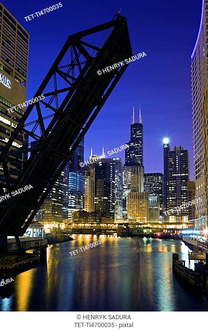 USA, Illinois, Chicago, City reflected in Chicago River