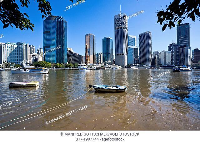 Australia, Queensland, Brisbane, view of the city skyline across Brisbane River