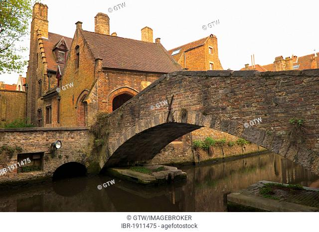The smallest bridge of the city, historic centre of Bruges, Unesco World Heritage Site, Belgium, Europe