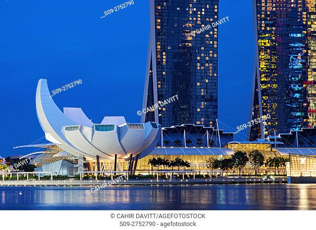 The Singapore skyline, Downtown Core, The Marina Bay Sands Hotel & Shopping Centre complex and the Arts & Science Museum, Singapore