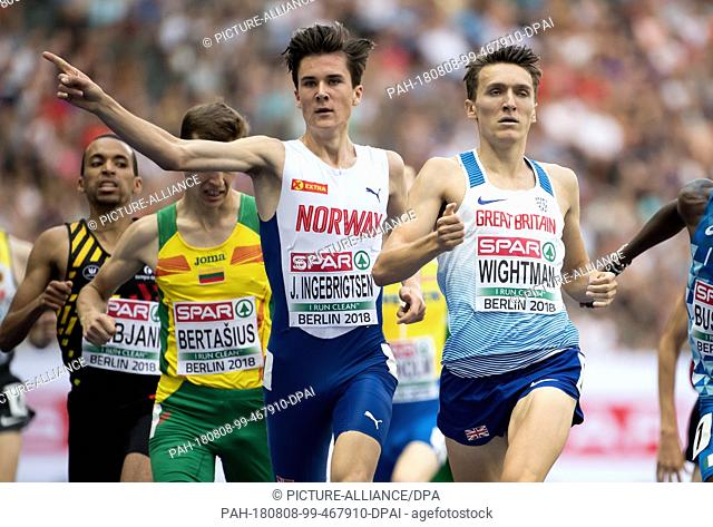 08.08.2018, Berlin: Track and Field: European Championships at the Olympic Stadium: 1500m, preliminary round, men: Jakob Ingebrigtsen from Norway and Jake...
