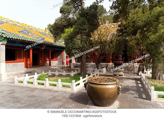 Hall of Heavenly Kings, Beihai Park, Xicheng District, Beijing, China, Asia