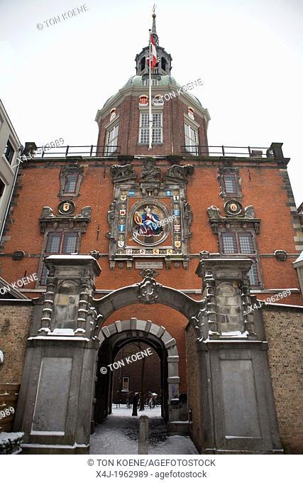 sclupture of a vrigin above the city gate of dordrecht, netherlands
