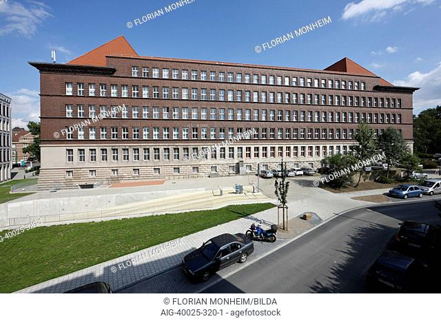 Ruhrort House, a large office building known as Tausendfensterhaus, in Duisburg, Germany designed by architect Henry Baring in 1925