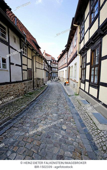 Alley in the historic town center, Quedlinburg, Saxony-Anhalt, Germany, Europe