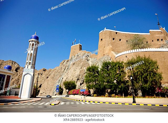 Al Kwhawr Mosque in front of the Al Mirani Fort, Muscat, Sultanate of Oman