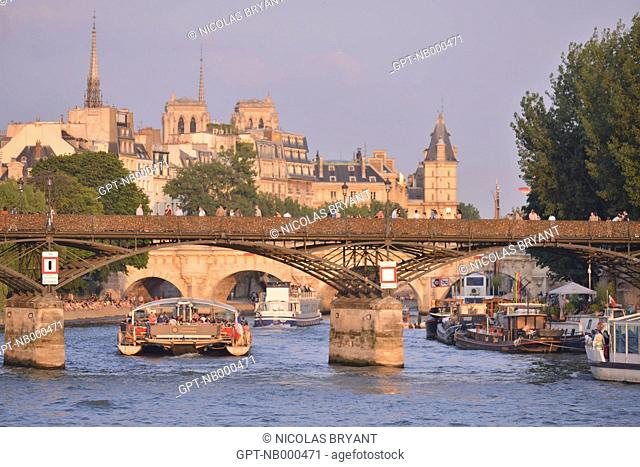 THE PONT DES ARTS BRIDGE LINKS THE MALAQUAIS AND CONTI QUAYS IN THE 6TH ARRONDISSEMENT TO THE FRANCOIS MITTERRAND AND LOUVRE QUAYS IN THE 1ST ARRONDISSEMENT