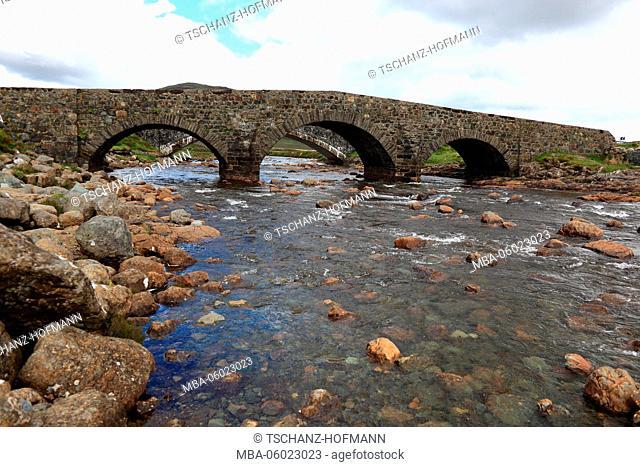 Scotland, the Inner Hebrides, Isle of Skye, Landscape at Sligachan, bridge over the river, stream Sligachan, old stone bridge