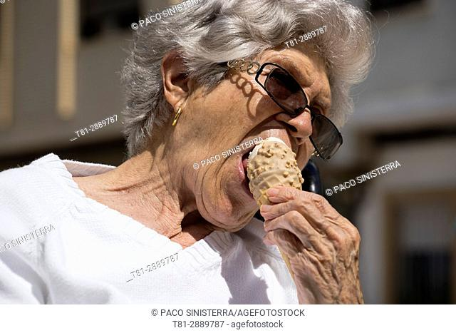 Grandmother eating ice cream, Valencia