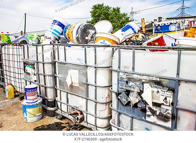 Used paint cans storage to recycle,recycling center