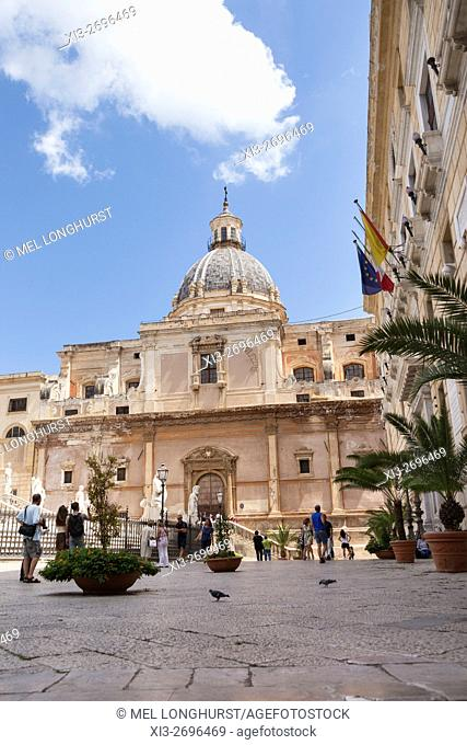Santa Caterina Church, Town Hall and part of Fontana Pretoria, Piazza Pretoria, Palermo, Sicily, Italy