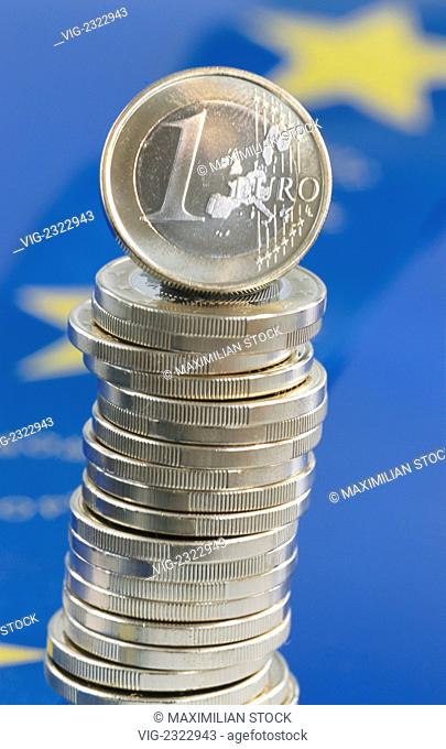 Stack of 1 Euro coins, the currency of the European Community - 01/01/2010