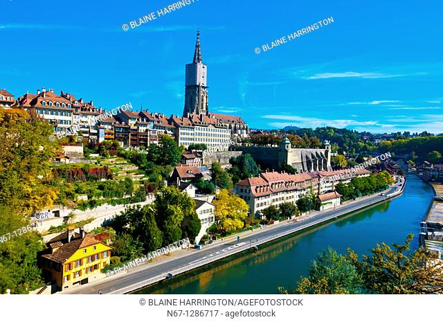 The Aare River with the Munster Cathedral of Bern in background, Bern, Canton Bern, Switzerland