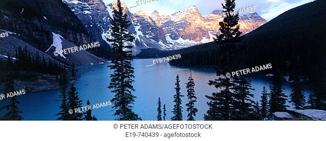 Moraine Lake, Banff National Park. Alberta, Canada