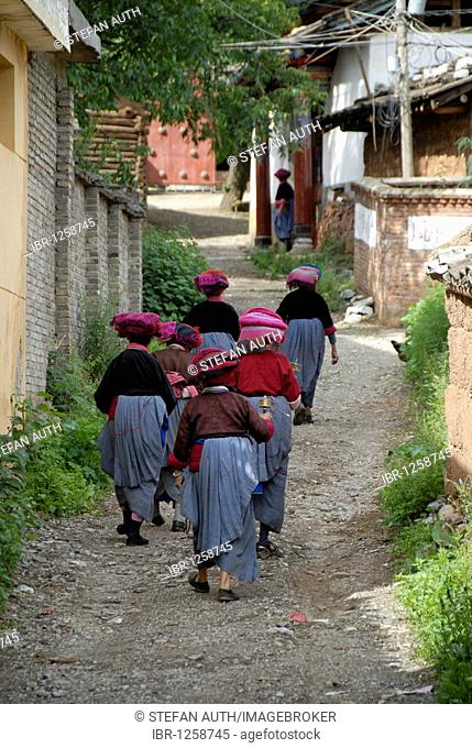 Tibetan Buddhism, ethnology, women of the Mosu ethnicity dressed in traditional costume walking in a group and swinging prayer wheels, Luoshui, Lugu Hu Lake