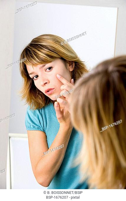 WOMAN WITH MIRROR Model