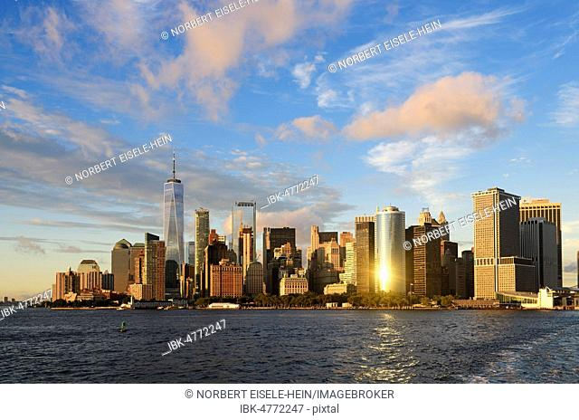 Southern tip of Manhattan with the One World Trade Center, East River, New York City, USA