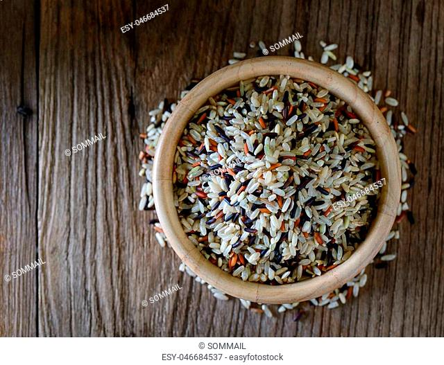 Brown rice seed in bowl