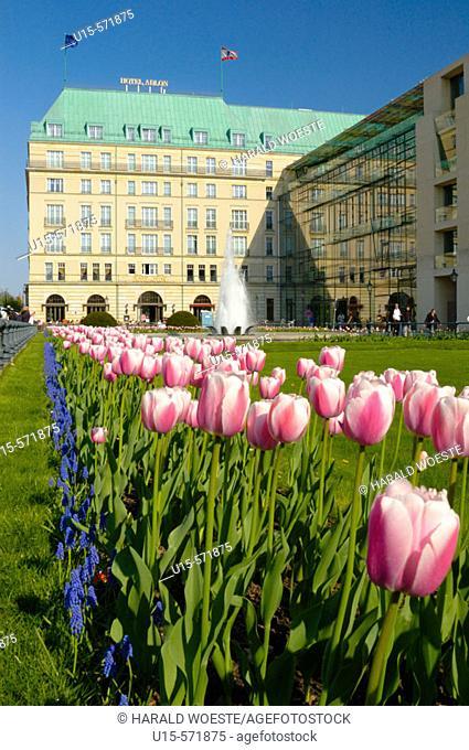 View onto Hotel Adlon (left) and Academy of the Arts (right, Akademie der Kuenste) from Pariser Platz opposite the Brandenburg Gate (Brandenburger Tor)