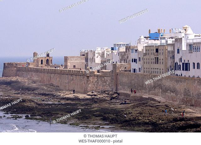 Morocco, Marrakesh-Tensift-El Haouz, Essaouira, view to medina and city wall