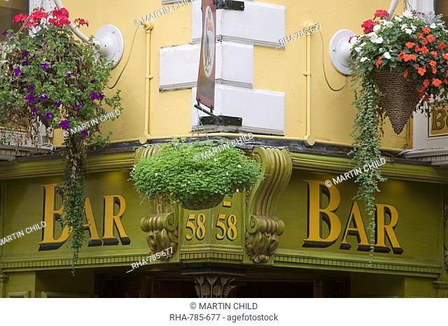 Bar sign and flowers, Temple Bar, Dublin, Republic of Ireland, Europe