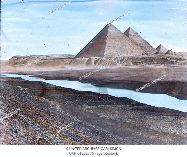 Egypt, Pyramids of Giza, image date: circa 1910. Carl Simon Archive