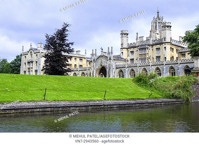 New Court, St Johns College, University of Cambridge, Cambridge, England, UK. New Court was completed in 1831 and was constructed to accommodate more students...