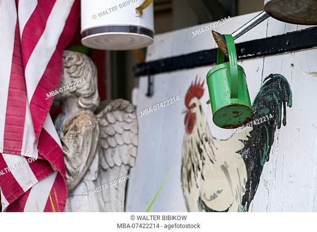 USA, Pennsylvania, Bucks County, New Hope, antiques, angel and US flag