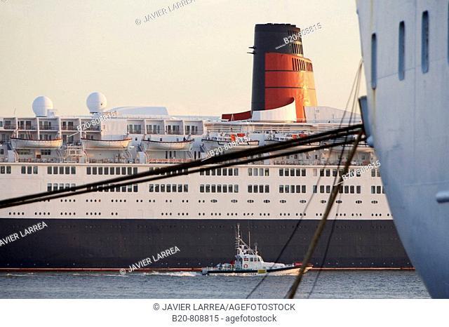 Cruise liner Queen Elizabeth 2. Port of Bilbao, Biscay, Basque Country, Spain