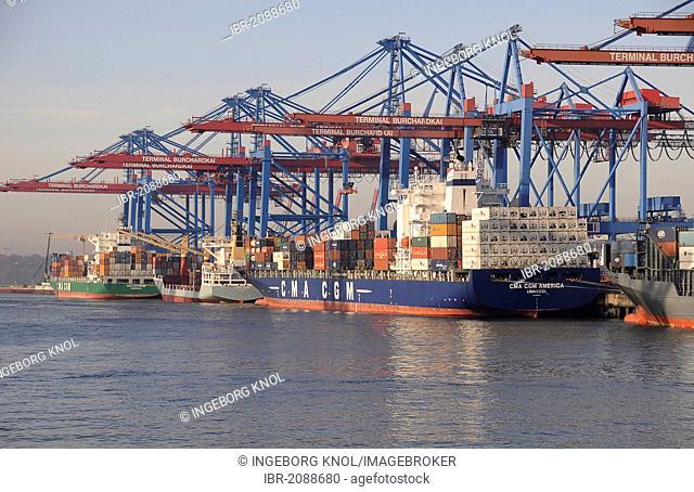 Container ship in the Port of Hamburg, Hamburg, Germany, Europe