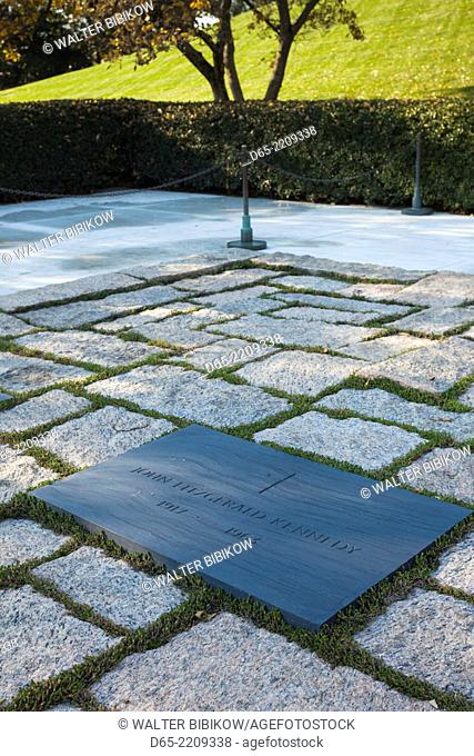 USA, Virginia, Arlington, Arlington National Cemetery, grave of former US President John Fitzgerald Kennedy