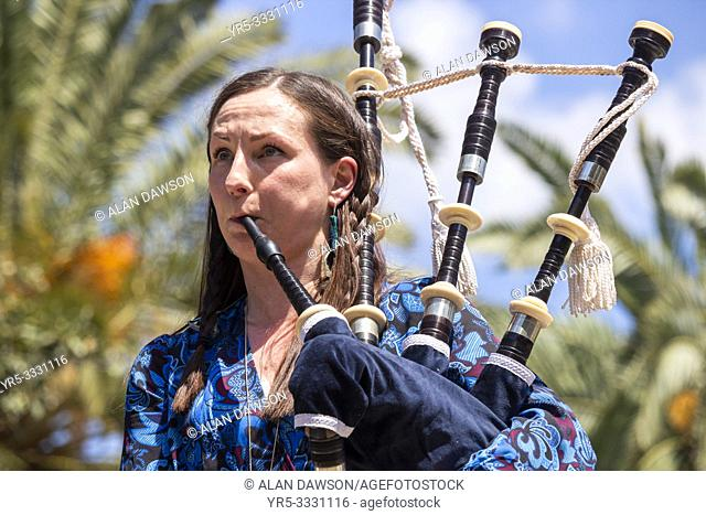 Las Palmas, Gran Canaria, Canary Islands, Spain. 31st March, 2019. Bagpipes and blazing sunshine. BBC Folk singer of the nominee, Julie Fowlis