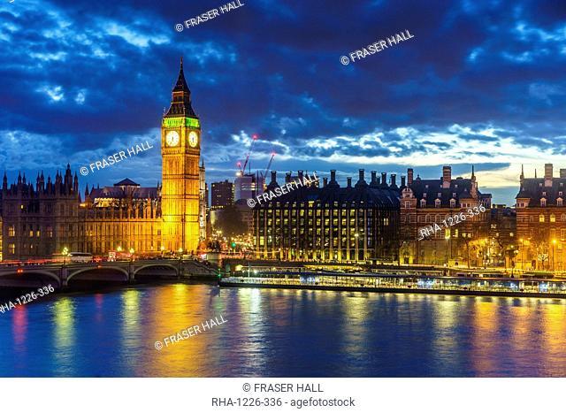 Big Ben (the Elizabeth Tower) and Westminster Bridge at dusk, London, England, United Kingdom, Europe