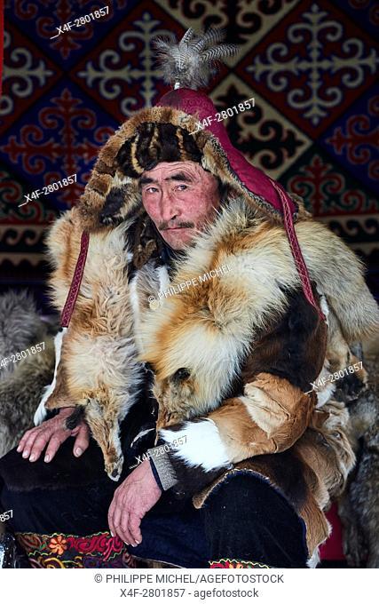 Mongolia, Bayan-Olgii province, Kazakh eagle hunter